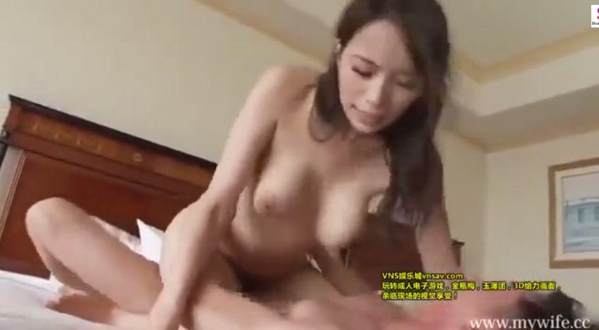 エキゾチックな顔立ちの31歳・美人妻、久々のチンポをエロく舐め回す