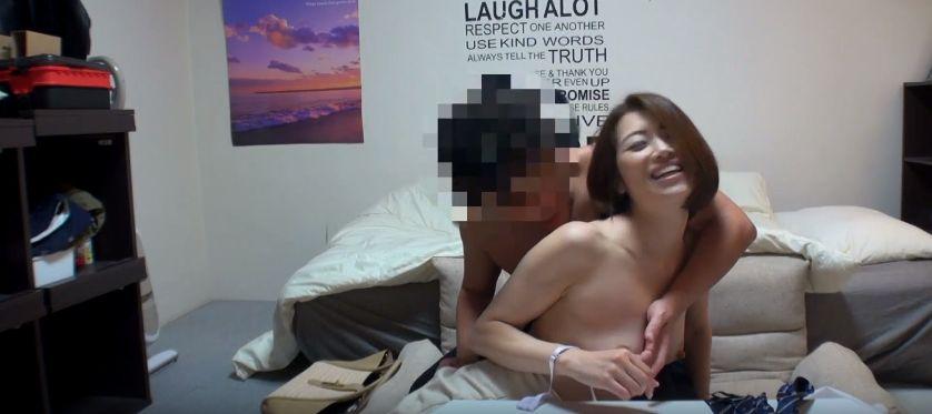 オマンコはちきれそう…セックス日照りの美熟女を居酒屋でナンパし性交